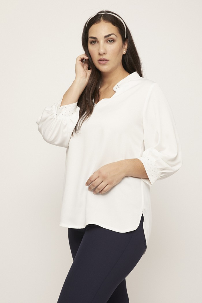 PLAIN BLOUSE WITH PEARLS